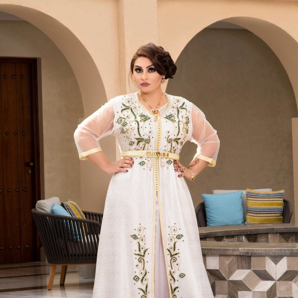 Caftan marocain en satin pour mariée